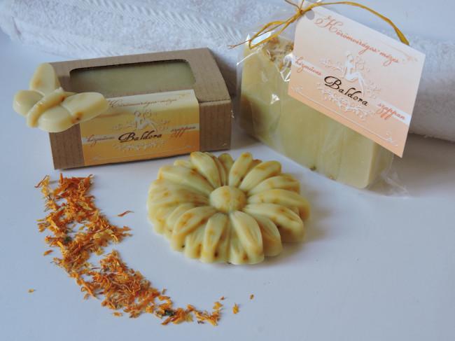 Különleges formájú körömvirágos-mézes szappan