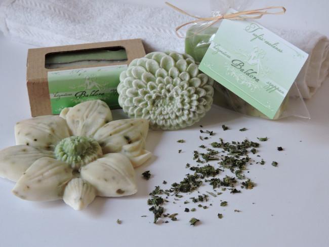 Különleges formájú teafás-csalános szappan